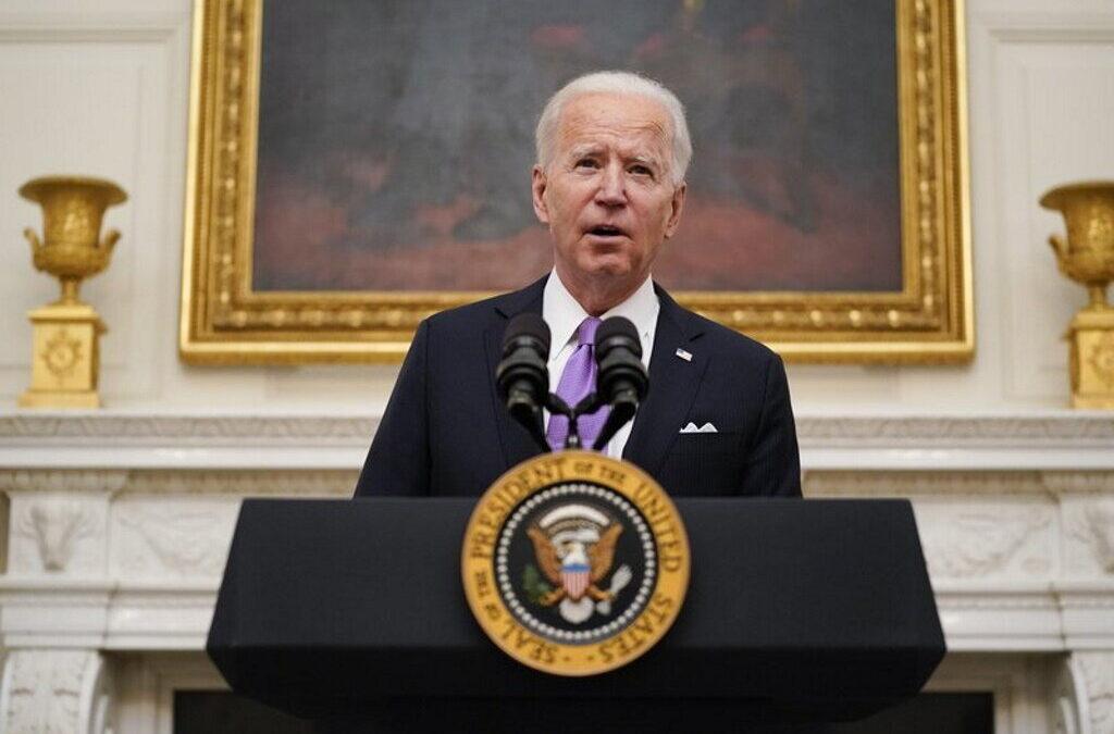 """Biden garante que os EUA estão """"várias semanas à frente"""" relativamente à vacinação"""