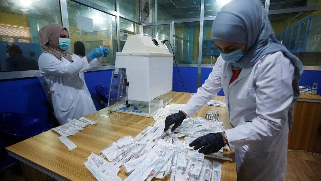 Iraque ameaça fechar comércios e hospitais caso funcionários não se vacinem