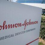 Relação entre vacina J&J e coágulos ainda está em investigação, informa EMA