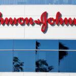 """Johnson & Johnson anuncia """"atraso"""" de entrega de vacinas na Europa"""